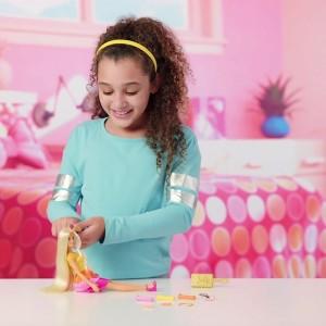 Imeliste lokkidega Barbie