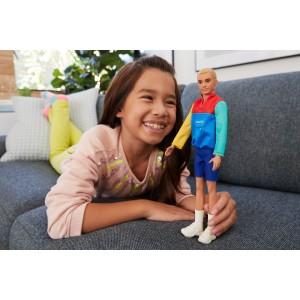 Ken® Fashionistas® nukk värvilise jaki ja lühikeste pükstega